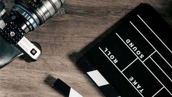 Für mehr Aufmerksamkeit – Videomarketing Comments: 0 | Posted by: Tobias Mit guten Videos können Sie eine Menge Aufmerksamkeit im Videomarketing erregen.